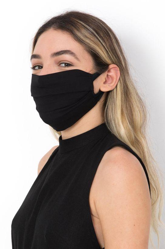 mulher de perfil usando mascara