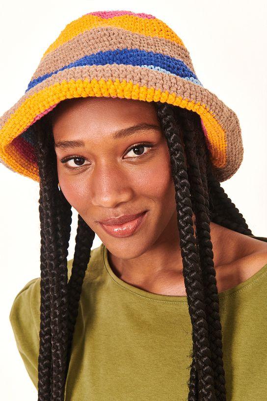 15010268_076_1-CHAPmulher usando chapéu de croche coloridoEU-COLOR-CROCHE