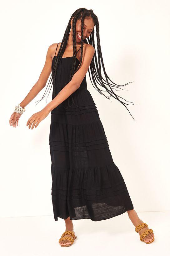 Vestido preto de pregas